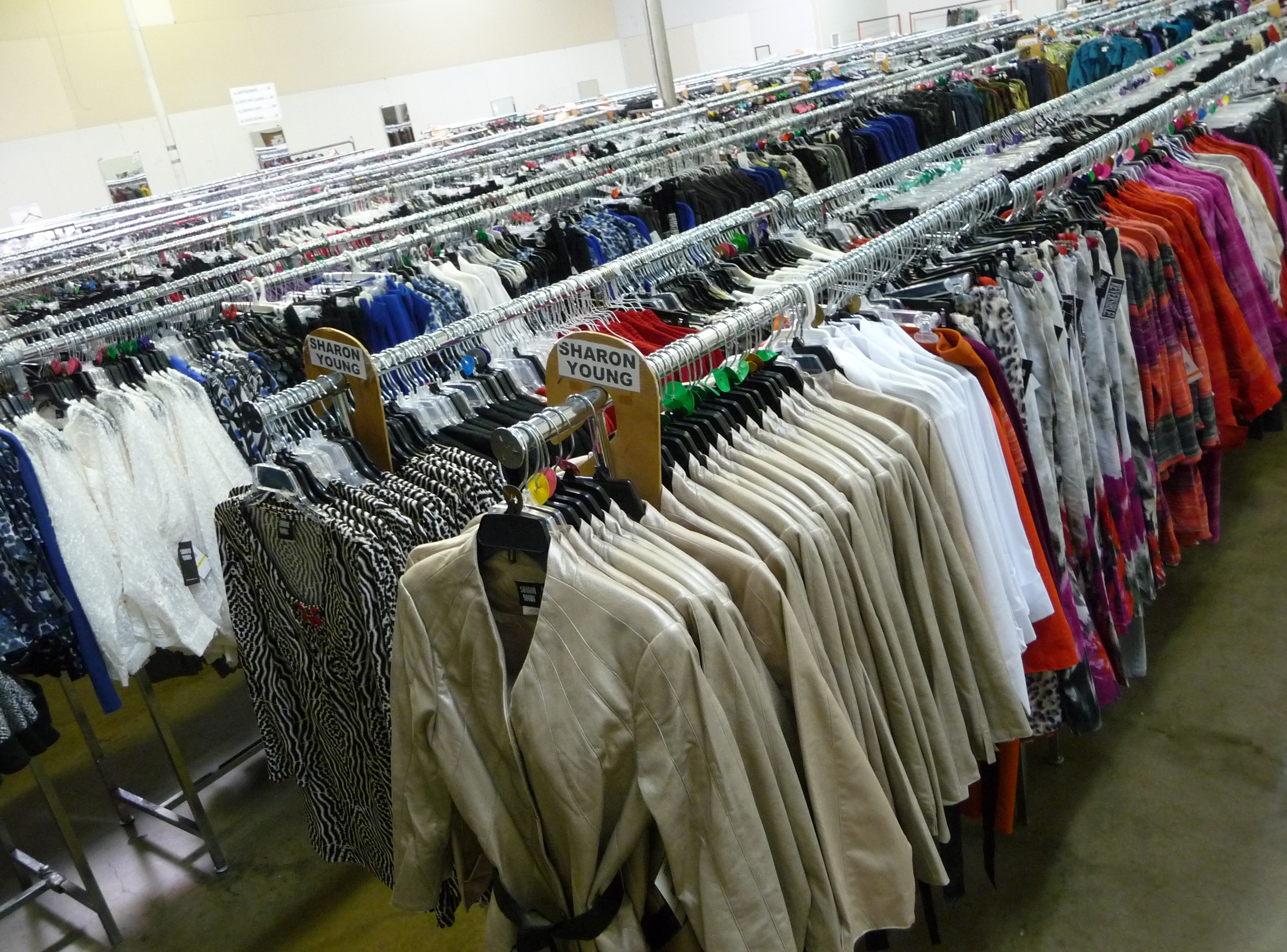 Wholesale Apparel Buy wholesale and save on apparel today at cheap discount prices. WholesaleMart is a wholesale distributor, importer and supplier of bulk apparel and wholesale products.